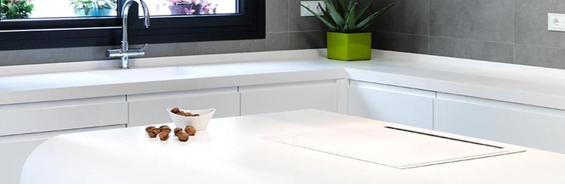Cocina blanca con solid surface 13